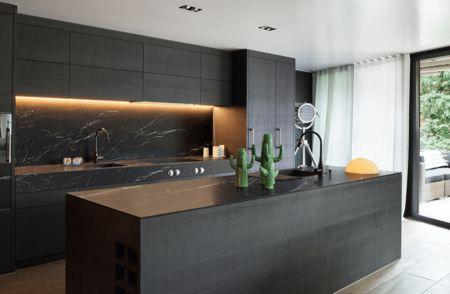 Cuisines en noirCuisines en noir Le noir est devenu une couleur essentielle dans de nombreuses cuisiness. Que ce soit avec un noir total ou avec de petits détails de ...