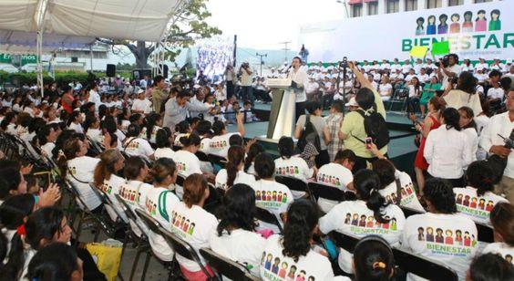 El gobernador de Chiapas, Manuel Velasco Coello ha promovido en tan sólo cinco meses, un programa social que se preocupa por brindar apoyos a madres solteras.