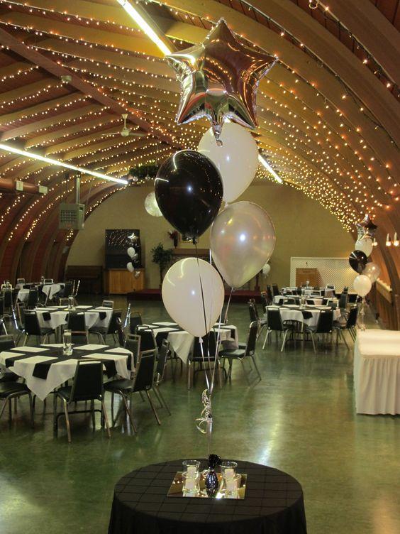 Black white silver star balloon centrepieces for Black table centrepieces