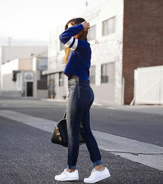 Street Style👟 • @fancycorrectitude keeping it casual in the Bombshell Skinny • #parkersmith #theperfectfit #streetstyle #blameitonthestreets #bloggerstyle #ootd #casual #basics #bombshell #highwaistedjeans #lotd