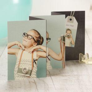 Jouw zoon of dochter staat centraal op deze stijlvolle fotokaart als aandenken aan een prachtig communie- of lentefeestVijfluik Enkelzijdig