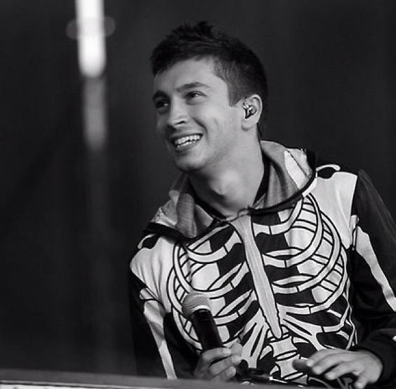 Tyler joseph twenty one pilots rt pinterest for Twenty pictures