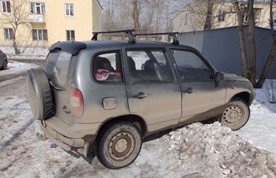 В Каменске-Уральском женщина протащила свою племянницу за автомобилем два километра