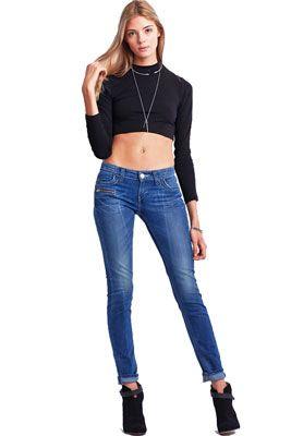Женские джинсы с низкой посадкой. Кому подходят и с чем носить.