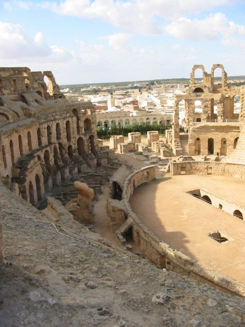 Amphitheater (or colosseum) in El-Djem - Tunesia. Picture by Daisy van Groningen.