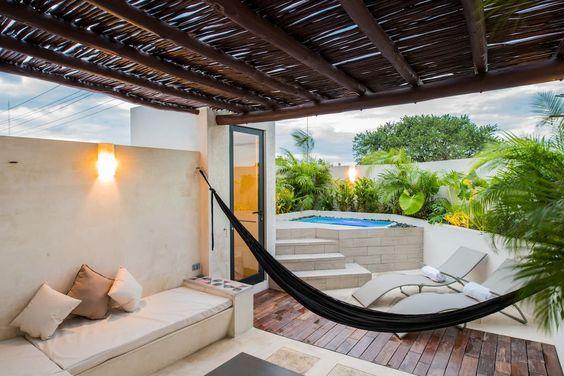 Échale un vistazo a este increíble alojamiento de Airbnb: B59-NEW PETITE & DESIGN STUDIO W/ ROOFTOP PLUNGE - Departamentos en alquiler en Mérida