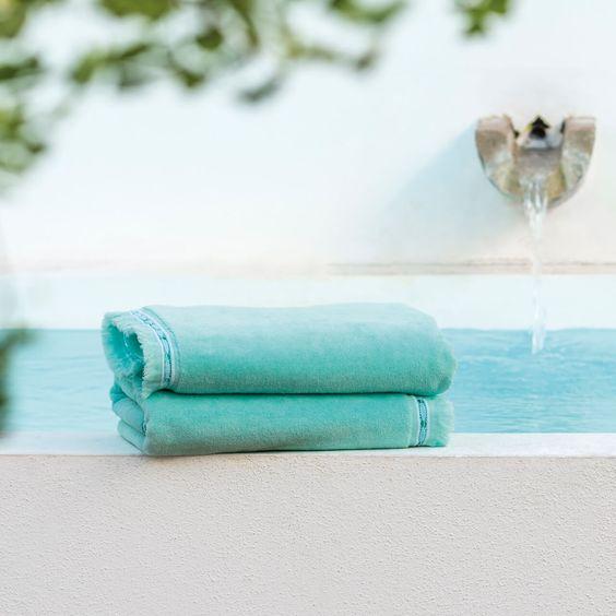 Set de 4 serviettes de toilette invités BATIK CHIC signé HOME CONCEPT: