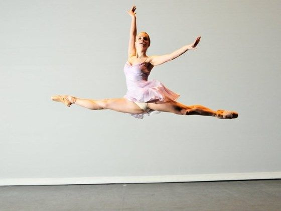 Bald ballerina fighting breast cancer spread the word and for Bild ballerina