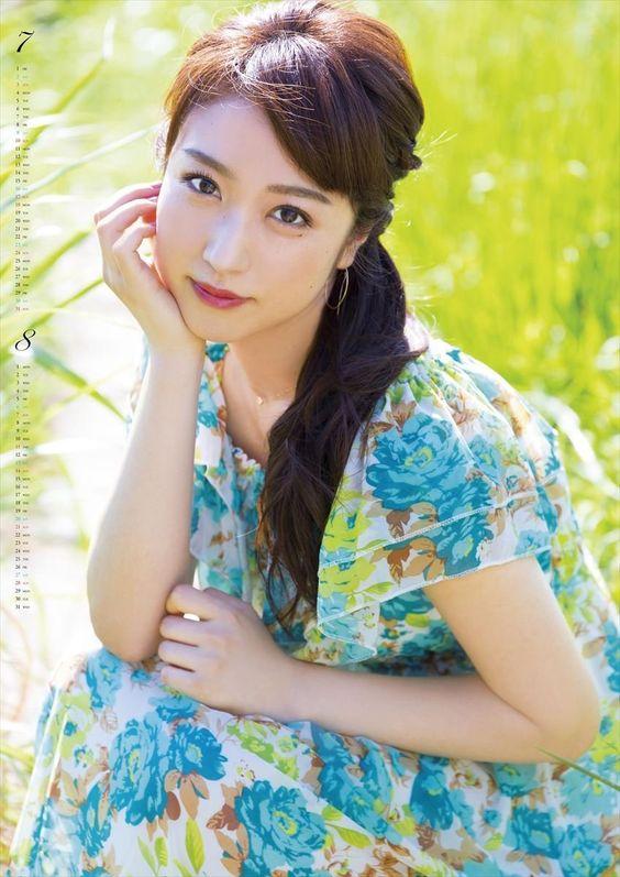 川田裕美アナウンサーの柄の衣装