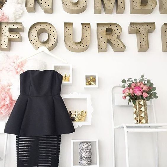 Literally swooning over every single holiday dress available! Follow @no14boutique on snapchat if you haven't yet!  My dear friend @briconley own this local boutique and I honestly cannot tell you how much I admire this girl and her work (oh and the amazing pieces she gets in her pinterest like boutique!) Show this babe some love today on #smallbizsat #shopsmall #smallbusinesssaturday #pgh #pittsburgh #boutique