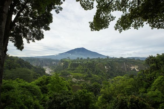Do you know this place? It's called Bukittinggi and it's located in #Indonesia. #Summer #Mountain