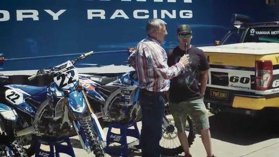 O duas vezes campeão do AMA SX , Chad Reed, fala com Craig Dack confirmando a sua renovação para a equipe Yamaha no campeonato 2016.