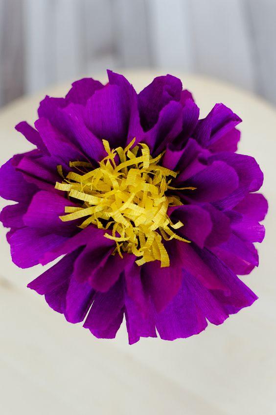 Flori de hartie pentru nunta si botez, buchet mireasa, lumanari, cocarde si marturii Nunta cu tematica mov | Teme de nunta violet