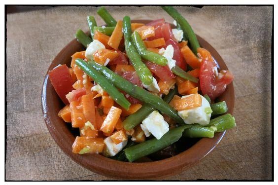 Bohnen-Karotten-Ingwersalat mit Schafskäse