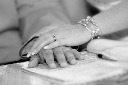 RAZONES PARA ESTAR CASADOS. El divorcio parece ser una tendencia cada vez mas comun hoy en dia. Pero porque la gente se sigue casando?