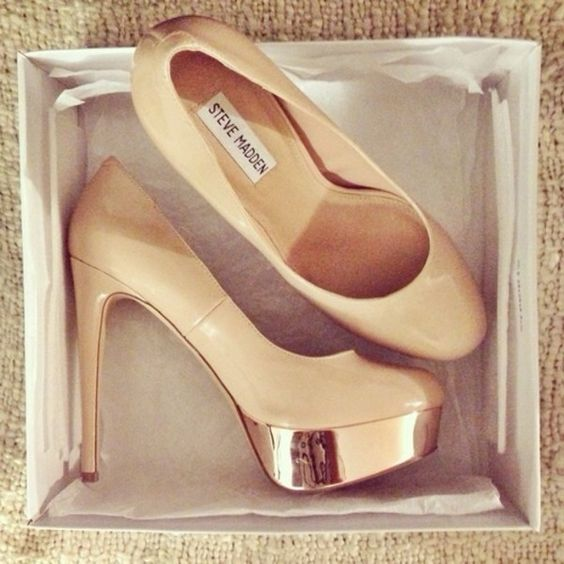 gold heel nude pump - Cerca con Google