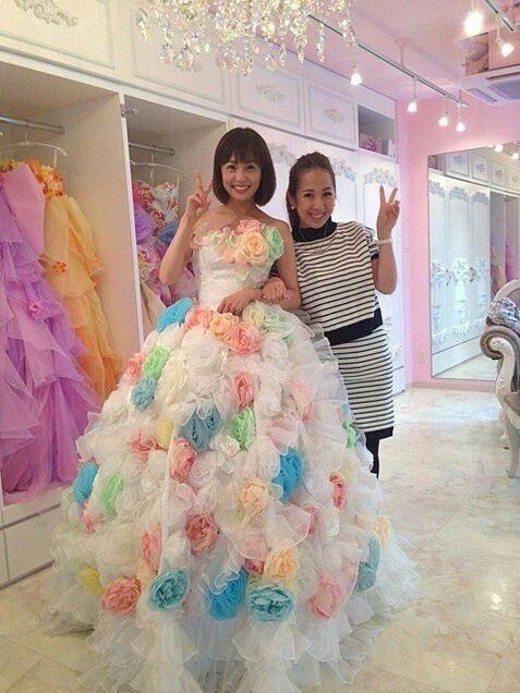 ドレスの小林麻耶