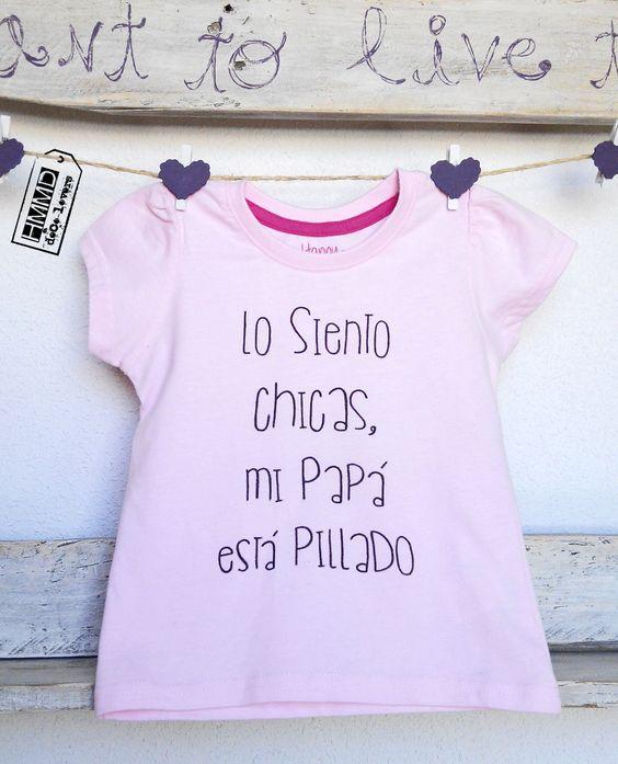 Lo siento chicas, mi papá está pillado. Camisetas para bebés y niñas HMMD Handmademaniadecor, regalo para el día de la madre, día del padre o cumpleaños. T-shirts for girls with phrases by HMMD, ideal for gifts.