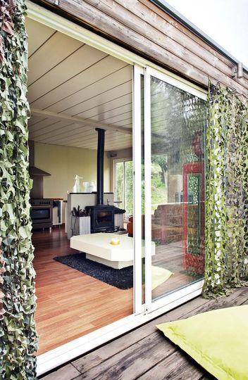 Les filets de camouflage militaire permet à cette maison de se fondre davantage dans la nature.