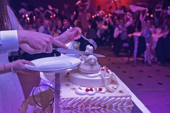 aansnijden taart huwelijksfeest