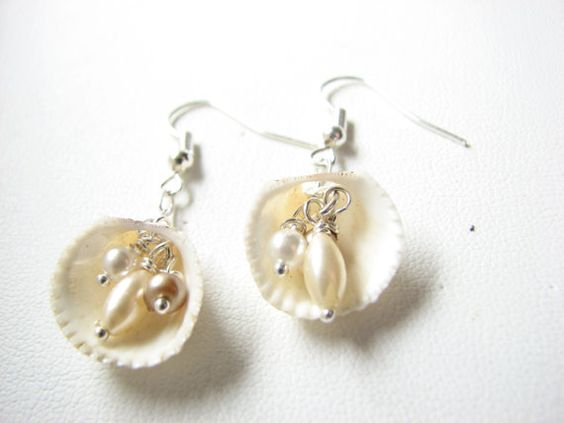 Summer time fun! Now I need to get to the beach :-) Pearls and Clam Shell Jewelry Shell Earrings by BitsOffTheBeach,: