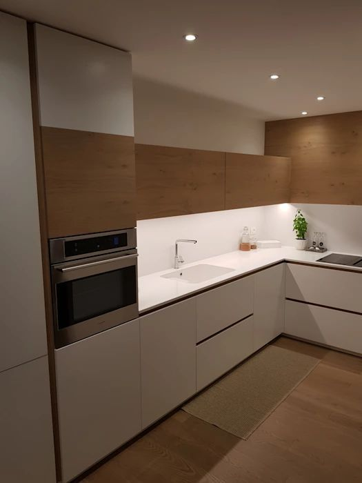 Cucina Moderna Cucina Attrezzata In Stile Di Arredamenti Pi Iluminacion De Cocina Moderna Remodelacion De Cocinas Azulejos Para Cocina Modernos