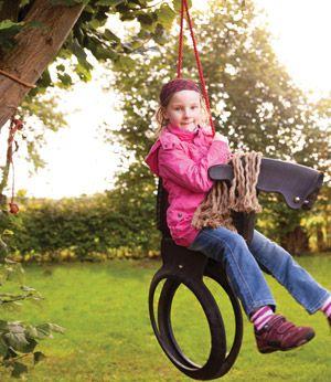 balan oire cheval pour enfant en pneu recycl m tal et corde mon jardin pinterest. Black Bedroom Furniture Sets. Home Design Ideas
