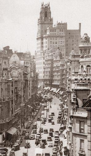 Spain. Gran Vía, Madrid, 1935  // Unknown photographer   Archivo Ediciones La Librería (Madrid)