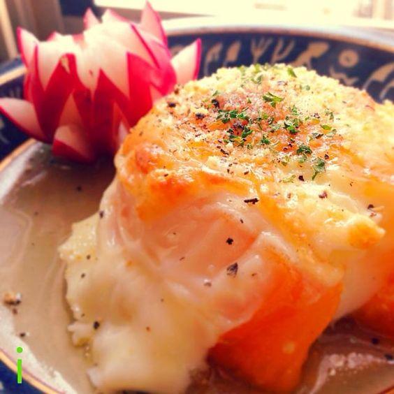 オレンジ色のトマトで作成♪ よく考えずに始めてしまい、カパッと卵を入れたら、「わ〜!溢れた〜」(笑) しかし、写真に撮ると、その溢れた感じが、また、美味しそうで  加熱トマトが大好きなので、大満足! ご馳走さまでした〜 - 142件のもぐもぐ - ゆりえさんの料理 丸ごとトマトの目玉焼き おっと!白身が溢れた〜 by izooming