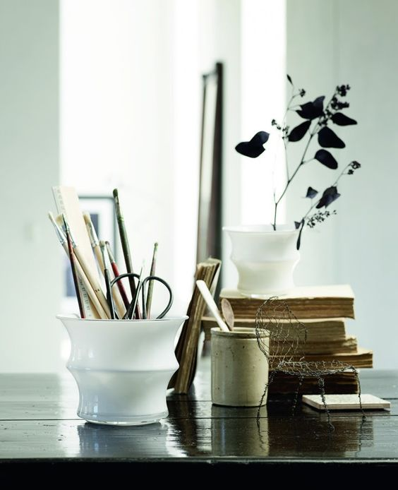 i adore that beautiful vase, as catchall.