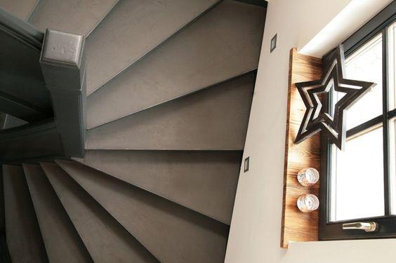 Treppauf - treppab wurden diese Stufen mit Béton Brut beschichtet. Farbe No. 19 Asfalt. Wieder ein Werk der Firma Malerei & Oberflächentechnik Shema. Kontakt: info@malereishema.at