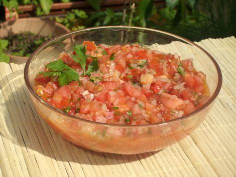 Scharfe mexikanische Salsa mit Tomaten und Koriander #rezept