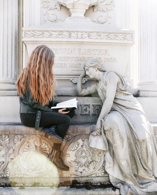 papercutpages: Reading to the ghosts in Sleepy Hollow Cemetery :)