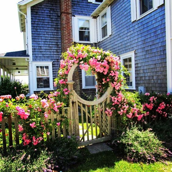 A #Nantucket Rose-covered Cottage Beats Rodin, Rilke, Shaw & the Art Market, any day! | PLAYHOUSE OF THE MUSES
