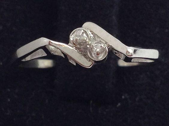 14K WHITE GOLD VINTAGE GENUINE DIAMOND RING