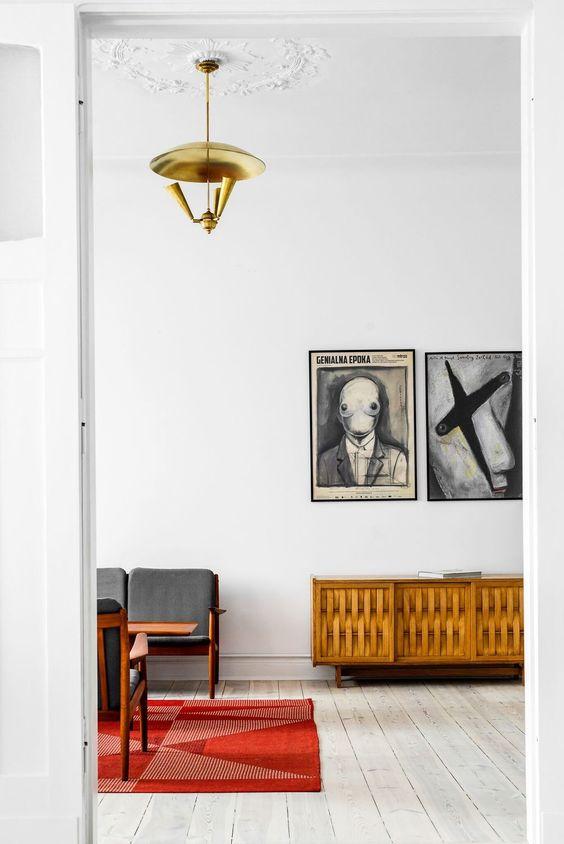 schlafzimmer wandgestaltung natursteinwand holzbett shaggy teppich - ideen fur raumgestaltung ausgefallenes interieur susanna cots