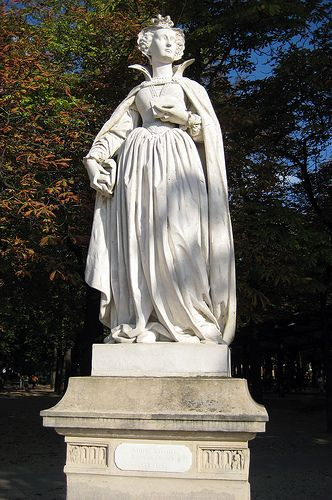 This statue of Marie Stuart, reine de France et d'Ecosse sits in Jardin du Luxembourg. Mary I (popularly known as Mary, Queen of Scots) was Queen of Scots (the monarch of the Kingdom of Scotland) from 1542 to 1567, and the queen consort of France from 1559 to 1560.