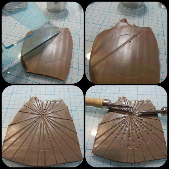 Materiales Kit básico de arcillera/o: máquina de pasta, superficie de trabajo, cuchilla rígida y flexible, bisturí, rodillo, toallitas de bebé, papel de horno Arcilla polimérica (PREMO): turquesa, …