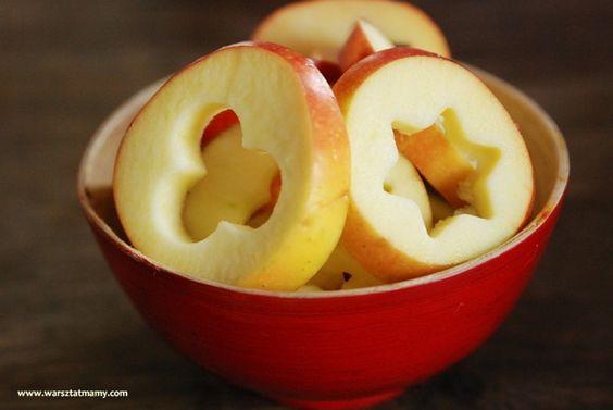 ¡Los cortadores de galletas hacen magia! ¡Recuerden pasar las manzanas por agua de limon para que no se oxide!