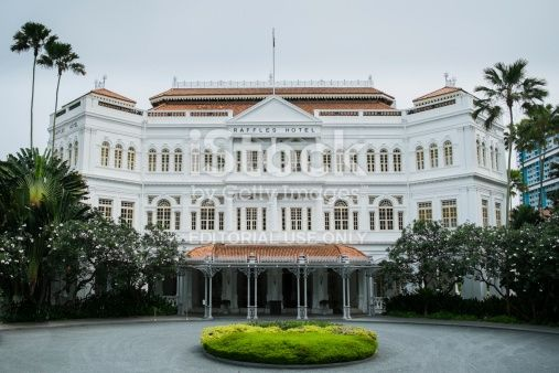 The White Front Faaade Of The Raffles Hotel A Colonial Style Hotel Singapore Tour Tourist Attraction The Good Place