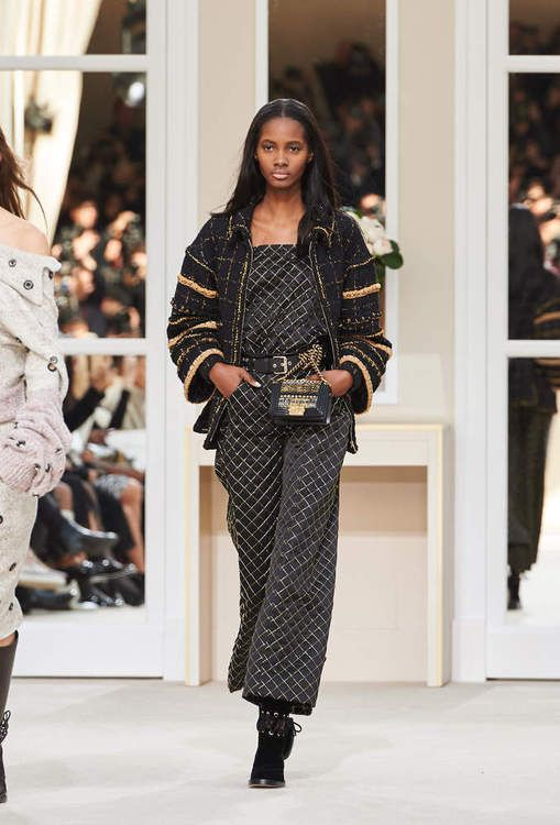 The Fall-winter 2016/17 Haute Couture Ready-to-wear show on CHANEL official…