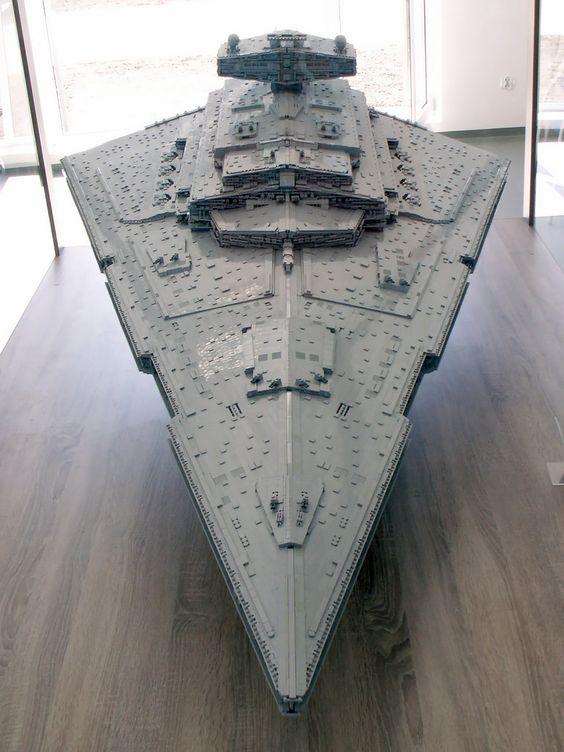 Reconstruyen el Destructor Estelar de Star Wars con Legos