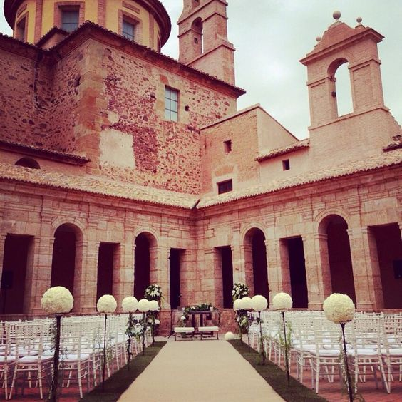 #CentrosdeMesa #Rosas #Flowers #Wedding #WeddingPlanner #WeddingFlowers #Love #Bride #Memories #Boda #Amor #Novios #Novia WeddingParty #VillaRosa #MesaNovios #Recepción #FlowersParty #Esferas #RosasBlancas #church #Iglesia