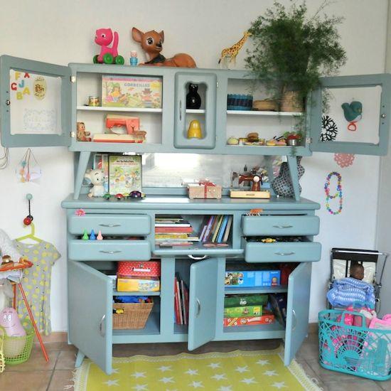 Customisation #decoration #chambre #enfant avant aprèshttp://www.babayaga-magazine.com/buffet-retro-jouets/