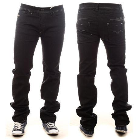 Jean Diesel Darron 880W Noir    Coupe droite  4 poches: 2 devant et 2 derrière  Fermeture à boutons  Composition : 99% coton, 1% elastanne  Couleur : Noir