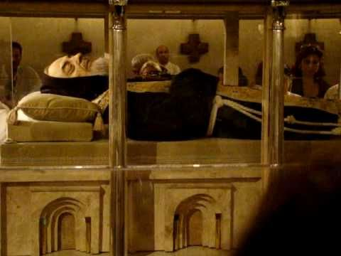 Corpo do Padre Pio - YouTube