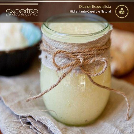 RECEITA DE HIDRATANTE CASEIRO E NATURAL DE ÓLEO DE COCO, MEL E LIMÃO INGREDIENTES  1 colher (sopa) de óleo de coco  1 colher (chá) de mel  1 colher (chá) de sumo de limão MODO DE PREPARO  Misture os ingredientes até formar uma pasta. MODO DE APLICAÇÃO Aplique o hidratante por no mínimo 30 minutos. Depois, enxágue bem com água morna. Ele pode ser conservado, na geladeira, por vários dias.  Este creme é indicado para a hidratação profunda de peles muito secas.