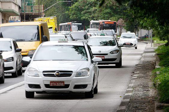 Prefeitura quer táxis nos corredores fora do horário de pico
