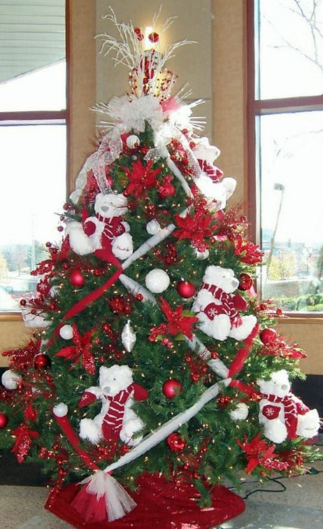 Red & White Bear Tree. I like the tulle criss-crossing on the tree.