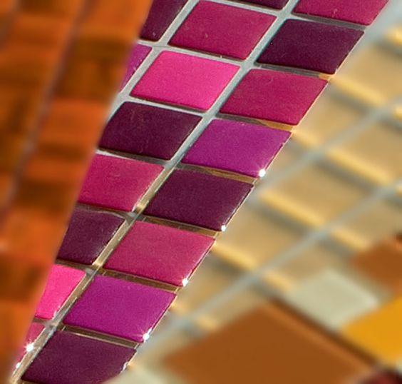 Adesivo de pastilha: De PVC com resina de poliuretano adesiva (ref. TPR035), da PintDigital. No site do fabricante, R$ 12,45 a placa de 28 x 9 cm com pastilhas d...